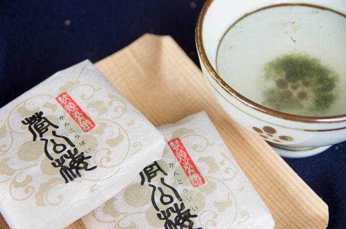 Rice cracker and tea
