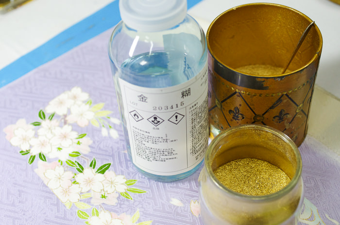 an adhesive agent and gold powder